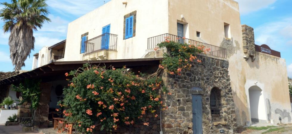 Dammuso risalente al '700 oggi sede della cantina Marco De Bartoli a Pantelleria